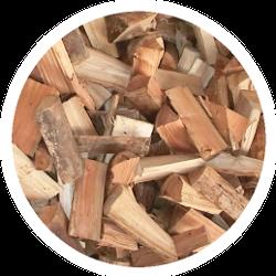 Ein Haufen loses Brennholz