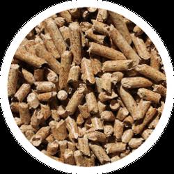 Ein Haufen Pelletts aus wertvollen Mineralien für Schafe und Ziegen