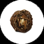 Ein Weiden-Apfel-Ball als Beschäftigungsfutter