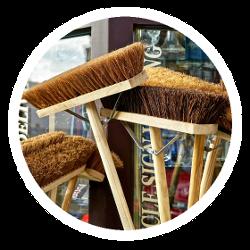 Verschiedene Werkzeuge zur Reinigung
